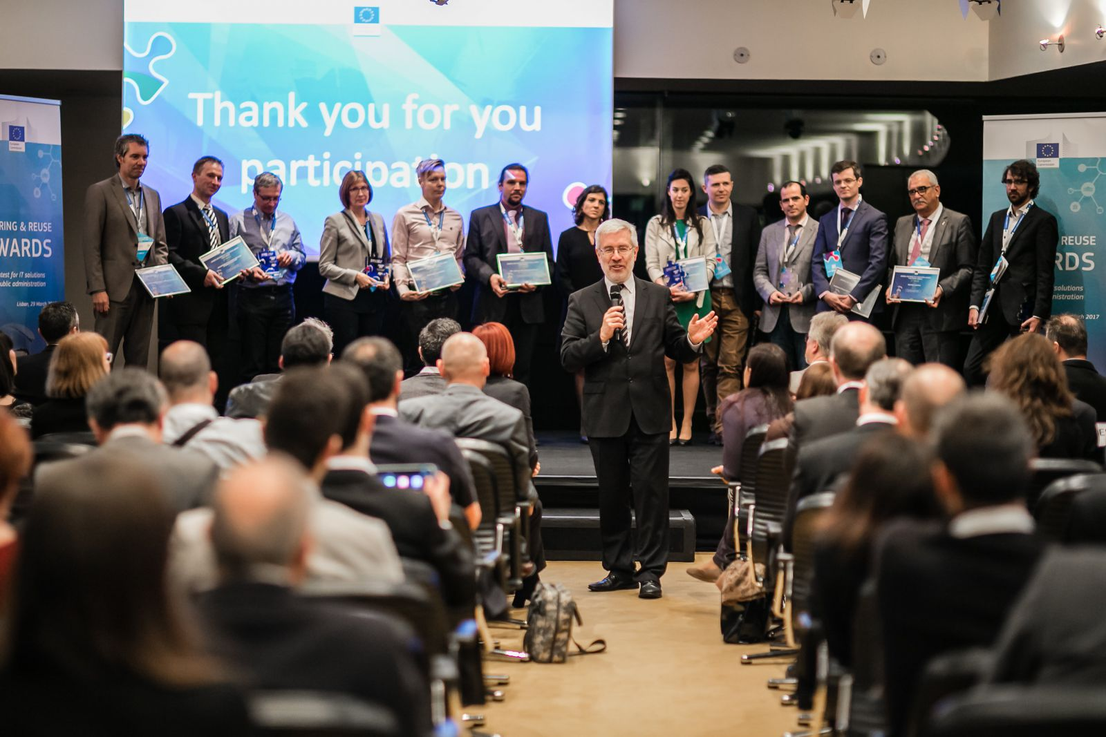 Mário Campolarg (center), Deputy Director General for the Directorate General of Informatics (DIGIT) of the European Commission, with the winners of the Sharing & Reuse Award