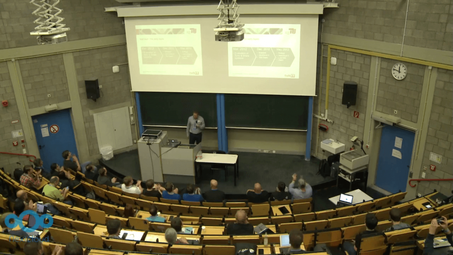 A classroom at the TU Berlin with Dr.-Ing. Thomas Hildmann in the centre standing in front of the blackboard.